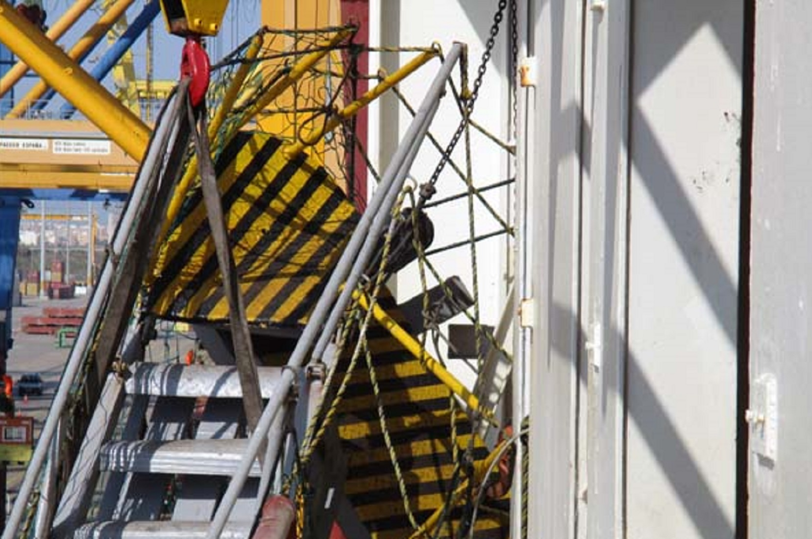 marine-surveyor-valencia-ship-gangway-damage-survey-spain