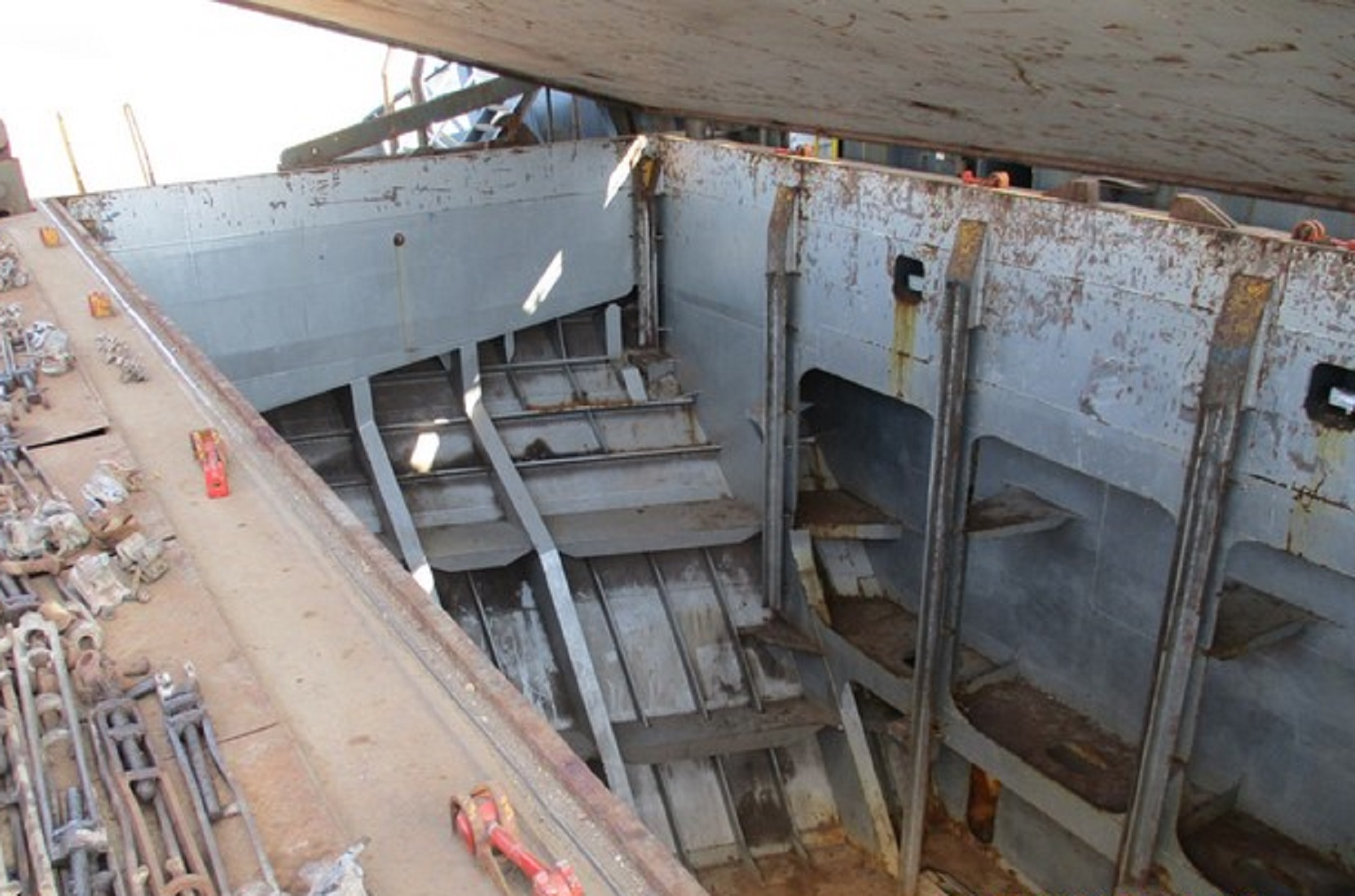 marine-surveyor-spain-alicante-container-ship-prepurchase-inspection